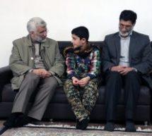 حضور دکتر جلیلی در منزل شهدای مدافع حرم مشهد، مصطفی عارفی و حسین هریری+تصاویر